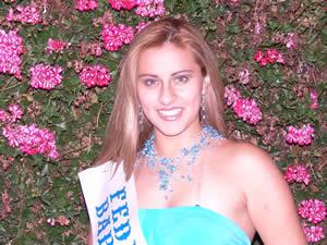 Elección de la Reina del Azuay 2005 .- Gabriela Parra, representante de la Federación de Barrios De Cuenca