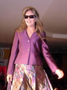 Elección de la Reina de Cuenca 2005 .- Paola Ordóñez, representante de la Cámara de Turismo, un su presentación en el desfile de modas en el Centro Comercial Mall del Río