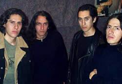 Basca .- Con unas pocas presentaciones la banda ya se hace conocer, siempre estaba respaldada por una gran hincada de amigos que se unían al Mohs para corear sus covers thrash.