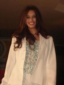 Elección de la Reina de Cuenca 2005 .- Daniela López, representante de la Empresa Eléctrica, un su presentación en el desfile de modas en el Centro Comercial Mall del Río
