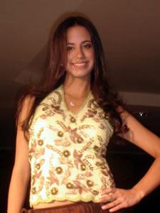 Elección de la Reina de Cuenca 2005 .- Jessica Rodríguez, representante de la Universidad de Cuenca, un su presentación en el desfile de modas en el Centro Comercial Mall del Río