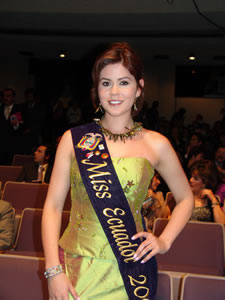 Elección de la Reina de Cuenca 2005 .- Ximena Zamora Miss Ecuador 2005 acompaño como jurado calificador en la noche de la Elección Reina de Cuenca 2005