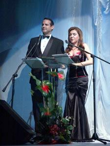 Elección de la Reina de Cuenca 2005 .- Los conductores fueron Mariuxi Moreno y Wladimir Vargas presentadores de Etv Telerama, canal que por primera vez transmitió en directo la elección.