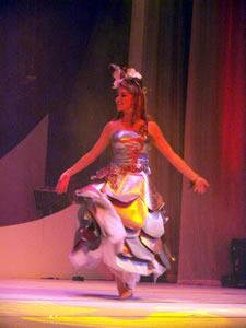 Elección de la Reina de Cuenca 2005 .- Ana María Crespo, representante de la Universidad del Azuay, un su presentación en Traje Típico