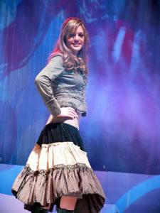 Elección de la Reina de Cuenca 2005 .- Paola Ordóñez, representante de la Cámara de Turismo, un su presentación en Traje Casual