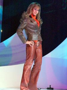 Elección de la Reina de Cuenca 2005 .- Andrea Crespo, representante de la Universidad del Pacifico, un su presentación en Traje Casual