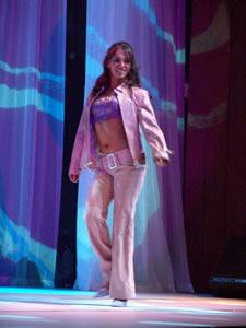 Elección de la Reina de Cuenca 2005 .- Daniela López, representante de la Empresa Eléctrica, un su presentación en Traje Casual