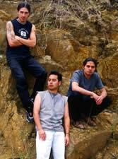 Chamuzca .- El proyecto da inicio hace un par de años, cuando Fernando Lituma y Leandro Lara, al cabo de nueve años de haber tocado juntos en el colegio, vuelven a mezclar ideas y componen el tema Voy caminando2 a partir del cual empieza a tomar fuerza la idea Fusión.