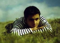 David Cañizares .- Su trabajo musical se denomina Ilusiones de marfil y consta de 10 canciones, nueve de ellas de autoría de David. Es una grabación llena de inspiración y buenas letras, que aborda temas sociales como el de los niños de la calle, en la canción Jugando a ser adultos.