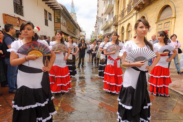 150 Años de la Congregación de los Sagrados Corazones .- En calle Bolivar se realizo el 150 aniversario de la venida de la congregación de los Sagrados Corazones a Cuenca, es por esto que cientos de ex estudiantes y estudiantes del colegio Sagrados Corazones desfilaron por la ciudad.