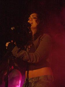 Pamela Cortés en Cuenca .- Pamela Cortés, nace el 9 de Enero de 1981 en Guayaquil, Desde muy pequeña, a los 7 años, inicio sus estudios de baile en la academia Danzas Jazz de Guayaquil