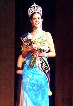 Reina de Cuenca 2002 .- La bella María Victoria Arbeláez, Reina de Cuenca
