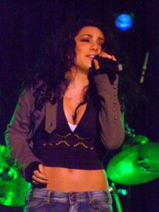 Pamela Cort�s en Cuenca .- Pamela Cort�s, nace el 9 de Enero de 1981 en Guayaquil, Desde muy peque�a, a los 7 a�os, inicio sus estudios de baile en la academia Danzas Jazz de Guayaquil