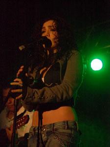 Pamela Cort�s en Cuenca .- Entre 1996 y 1998, Pamela Cort�s, realiza varios conciertos en vivo con todo su grupo en todo el pa�s