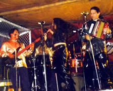 Vallenato Sin Fronteras .- Han realizado 4 giras por los Estados Unidos, y a lo largo de carrera artística han grabado 5 discos, entre los que se encuentran éxitos como Melina, La Burrita, Mercuria entre otros.