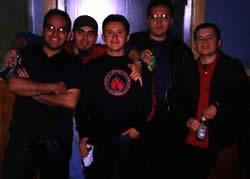 Una Vía .- Nació como una idea de Johnny y Leo Cayamcela en 1998, que tenían la visión de crear música rock con raíces americanas pero con influencias latinas, tratando de crear un nuevo estilo para conectarse con las nuevas corrientes contemporáneas