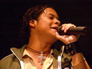 Jorge Luis del Hiero en Cuenca .- Jorge Luis nació el 19 de junio de 1981 en la ciudad de Guayaquil y desde niño le atrajo el mundo de la música y la televisión. A los 15 a los perteneció al coro y a la banda de su colegio, gracias a eso obtuvo experiencia en presentaciones y además premios en intercolegiales.