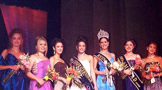 Reina de Cuenca 2002 .- Andrea Palacios, Paola Cuesta, Andrea Loyola, María Belén Borrero (Srta. Confraternidad), María Victoria Arbeláez (Reina de Cuenca), Paula Silva (Srta. Amistad) y Tatiana Palacios