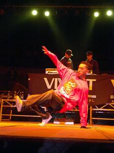Don Omar en Cuenca .- El evento organizado por Gravity Producciones reunió a exponentes de este género musical y nuestra ciudad tuvo su participación con el grupo Plan Family quienes interpretaron temas de su autoría.
