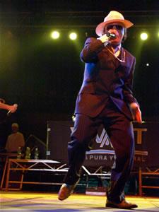 Don Omar en Cuenca .- El grupo quiteño Trilogía, invitado a esta fiesta hizo bailar a los asistentes con temas de artistas internacionales como Puerto Rico país que cuenta con el mayor número de exponentes de este género musical.