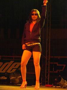 Don Omar en Cuenca .- No falto la sensualidad de las bailarinas que acompaño a Trilogía en su presentación