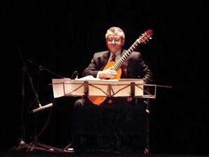 1er Festival Internacional de Guitarra Clásica Cuenca .- Ha ganado numerosos concursos y premios entre los cuales se encuentran el Concurso Internacional de Sablé sur Sarthe en Francia (1983), el concurso Casa de España de Puerto Rico (1979) y el premio musical Reynolds (1995).