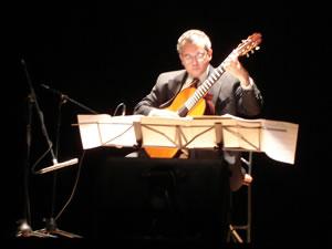 1er Festival Internacional de Guitarra Clásica Cuenca .- Actualmente está trabajando en un proyecto de grabación de las obras completas para guitarra del compositor mexicano Manuel M. Ponce