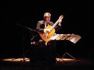 1er Festival Internacional de Guitarra Clásica Cuenca .- Ilustres visitantes a la ciudad de Cuenca, una serenata preciosa que engrandece al Patrimonio Cultural de la Humanidad con el instrumento que recoge todos  los sentimientos por medio de las melodías de grandes maestros