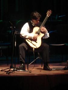 1er Festival Internacional de Guitarra Clásica Cuenca .- Estudió guitarra clásica en el Conservatorio de Montreal con Jean Vallières