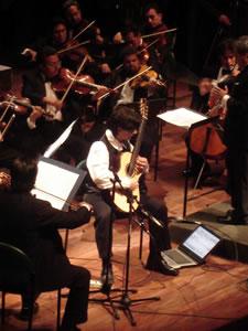 1er Festival Internacional de Guitarra Clásica Cuenca .- Gracias a estos éxitos, él ha sido invitado por las orquestas sinfónicas más importantes del mundo