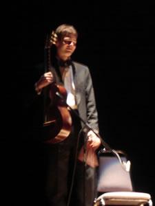 1er Festival Internacional de Guitarra Clásica Cuenca .- Participa en numerosas clases maestras con algunos de los músicos más importantes de fama internacional entre los que mencionamos: Mstislav Rostropovitch, Alicia de Larrocha, Stephen Dogson, David Russel, Alberto Ponce.