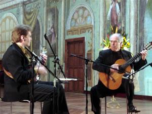 1er Festival Internacional de Guitarra Clásica Cuenca .- La Catedral Vieja se vistío de Gala con la Mandolina y la Guitarra, bien ejecutada por dos grandes compositores Richard Patterson y Radin Zenkl que llenarón todos los asientos, y los corazones de los cuencananos