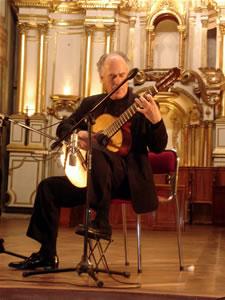 1er Festival Internacional de Guitarra Clásica Cuenca .- Después de sus intensivos estudios de conservatorio en España,  regreso a los Estados Unidos contratado por la empresa mas importante de música clásica, Columbia Artists,