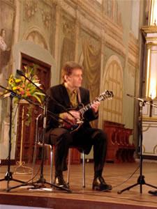 1er Festival Internacional de Guitarra Clásica Cuenca .- Para participar en seis series de aclamadas giras de concierto