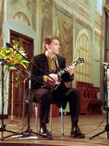 1er Festival Internacional de Guitarra Clásica Cuenca .- En los Estados Unidos,  ha sido ampliamente reconocido y ha ganado competencias de mandolina a nivel nacional.