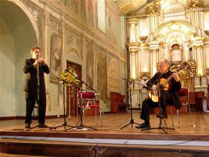 1er Festival Internacional de Guitarra Clásica Cuenca .- Ha grabado cinco CDs, y ha participado en más de 50 grabaciones.