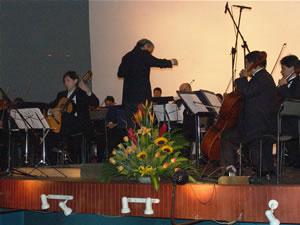 1er Festival Internacional de Guitarra Clásica Cuenca .- En 1986 realiza su debut en el Wigmore Hall (Londres), al que siguen actuaciones en salas como Alte Oper (Frankfurt), Alice Tully Hall-Lincoln Center (Nueva York), Performing Arts Centre (San Francisco), entre otros