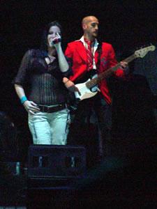 Rbd en Cuenca .- Maite, belleza, Talento,  ritmo latina, por medio de su voz y sus ojos dio todo el corazón a los jovenes y no tan jovenes que presenciarón un concierto de calidad