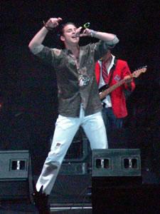 Rbd en Cuenca .- Dicen que el frío y la altura de Cuenca provoca que el artista no cante completo por el cansancio, RBD rompió todos los esquemas el calos del público cuencano le hizo que salte, baile, cante, a lo grande, el cosmos también gozo con el ritmo
