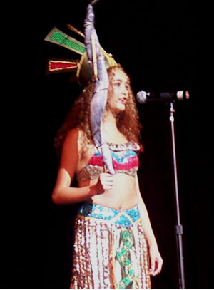 Reina de Cuenca 2002 .- Andrea  Palacios Torres luciendo un hermoso traje típico