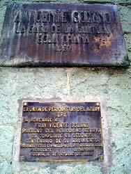 Vicente Solano .- Inauguración : Abril 10 de 1957. Ubicación : Av. Solano, intersección con la Av. Remigio Crespo Toral. Autor de la escultura : Luís Mideros, artista quiteño