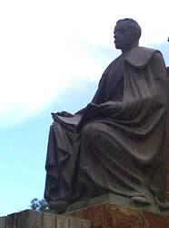 Remigio Crespo Toral .- Inauguración : 4 de Agosto de 1960. Ubicación : Al comienzo de la Avenida Solano Autor de la escultura : Enrique Monjo, artista español