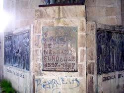 Andrés Hurtado de Mendoza .- Inauguración : 12 de Abril de 1957 Ubicación : Redondel de la intersección de las Av. Huayna-Cápac y España Autor de la escultura : Federico Culebras, artista español