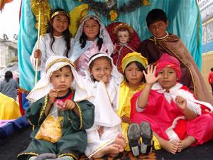 Pasada del Niño 2006 .- Esta manifestación de la religiosidad popular tiene una extraordinaria riqueza de simbolismos sagrados y sociales en los que se conjugan tradiciones indígenas y urbanas