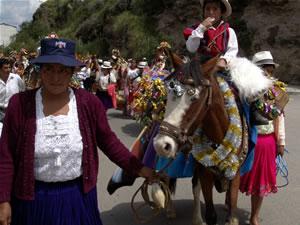 Pasada del Niño 2006 .- No se puede afirmar con exactitud, desde cuando en el Ecuador y concretamente en Cuenca, nace la devoción al Niño Dios, pero podemos asegurar que ésta tiene sus inicios en la Colonia.