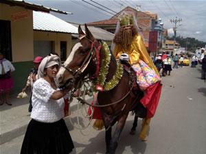 Pasada del Niño 2006 .- El pase del 24 de diciembre que recorre las principales calles del centro histórico de la ciudad, se inicia a las diez de la mañana y tiene una duración aproximada de cuatro horas.