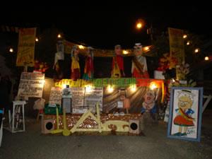 Año Viejo 2006 .- Para esta fecha se sacan a las calles enormes muñecos, a los que llaman años viejos y que según algunos tradicionalistas, simbolizan a los judíos que quemaba la inquisición en tiempos de la colonia.