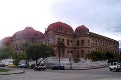 Colegio Benigno Malo .- Benigno Malo hombre ilustre,  Cuenca le rinde homenaje con el centenario y distinguido colegio que lleva su nombre ubicado en la Avenida Solano.