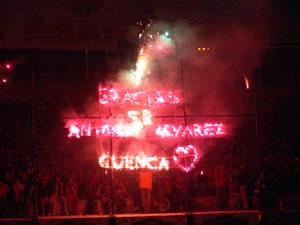 Noche Colorada 2006 .- La Hincha dejó expresada su gratitud a Antonio Alvarez por el Liderazgo que tuvo en la Presidencia del Deportivo Cuenca en el 2005 y además de todo el apoyo para este 2006