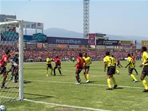 Temporada 2005 .- El equipo del Deportivo Cuenca se impuso al Barcelona por 2 goles a 0. Quiñónez y Calderón le dieron la victoria al equipo rojo. El plantel dirigido por el argentino Patricio Lara se adjudica 3 puntos valiosos que le permiten estar entra los primeros y caminar firme hasta su objetivo, Copa Libertadores.